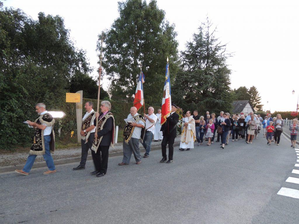 Fête des Jonquerets-de-Livet procession des charitons