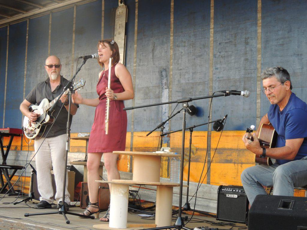 Juin 2017 1ère fête de la musique de Mesnil-en-Ouche avec le goupe Albuquerque