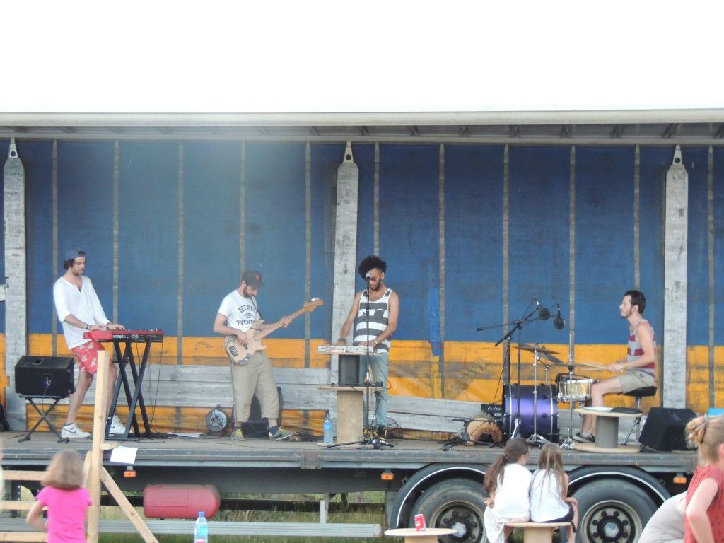 Juin 2017 1ère fête de la musique de Mesnil-en-Ouche avec le groupe Zinq